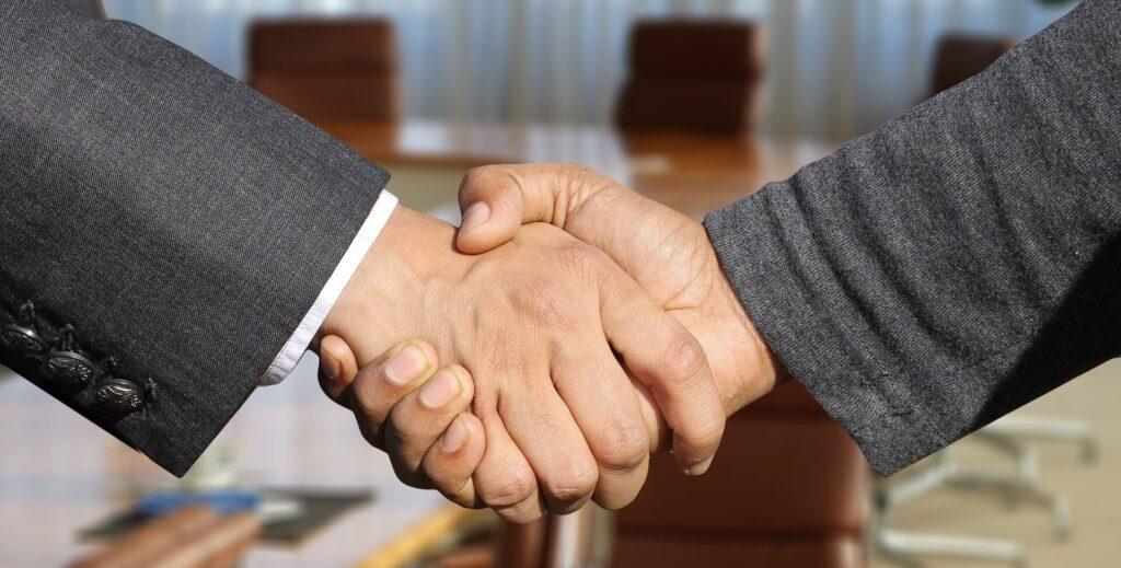 握手する人の画像